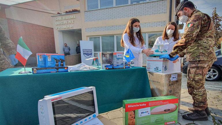 Ushtarët italian të KFOR-it përkrahin qendrat e mjekësisë familjare