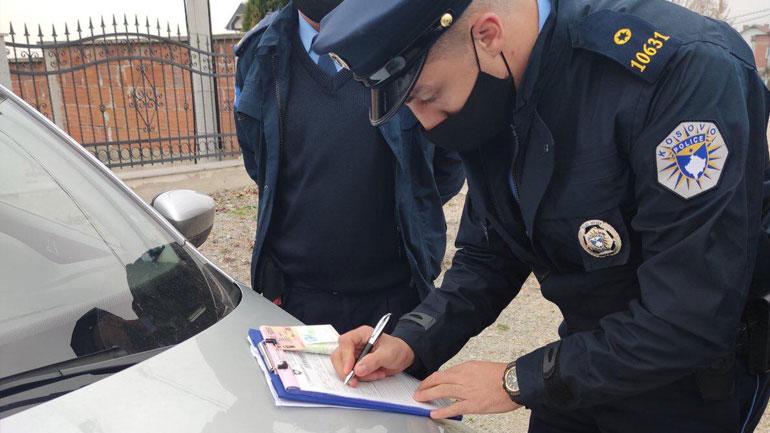 Policia shqipton 575 gjoba në bazë të ligjit për pandeminë dhe 1 mijë e 270 gjoba trafiku