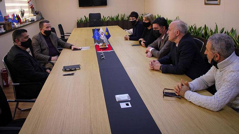 """Gjilani nënshkruan marrëveshje me Fondin e Kosovës për Efiçiencë për projektin në shkollën """"Abaz Ajeti"""""""