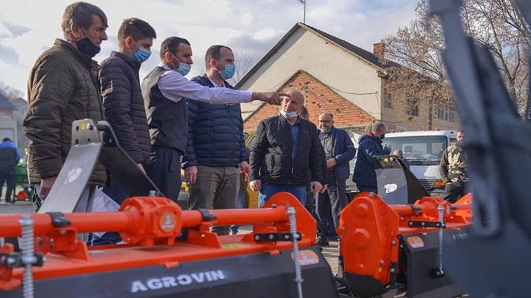 Komuna e Kamenicës vazhdon me shpërndarjen e pajisjeve bujqësore, tani për 35 fermerë të tjerë