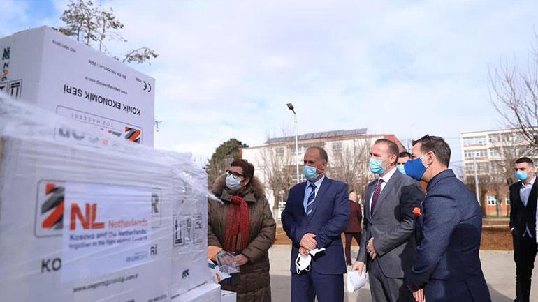 Donacioni i sotëm për QKUK-në përmban 38,000 maska dhe 15,500 rroba mbrojtëse