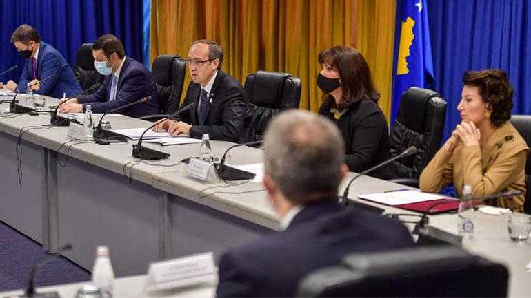 Kryeministri Hoti rikonfirmon përkushtimin e Qeverisës për viktimat e dhunës seksuale gjatë luftës në Kosovë
