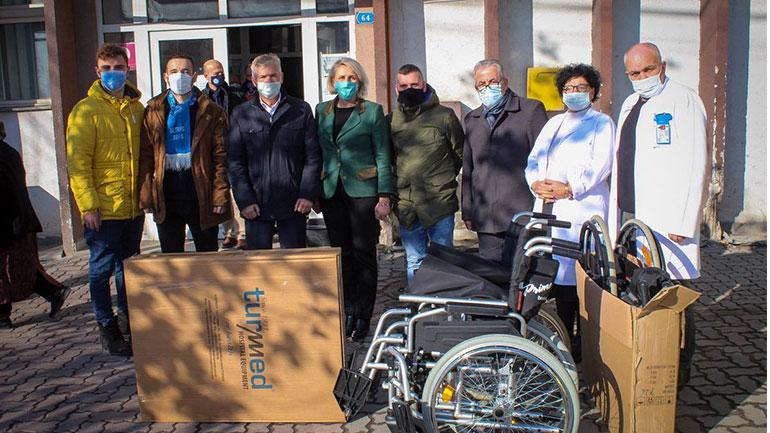 Intelektualët e Dritës dhurojnë dhjetë karroca për shëndetësinë primare dhe sekondare