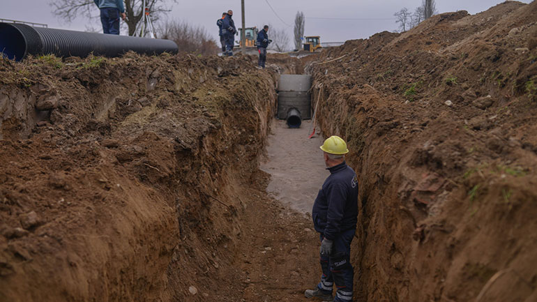 Në Koretin po vazhdojnë punimet në ndërtimin e kolektorit të ujërave të zeza