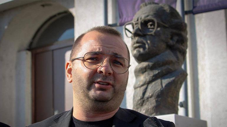 Në ditëlindjen e Ibrahim Rugovës, kryesia e LDK-së në Gjilan bën homazhe tek busti i Presidentit