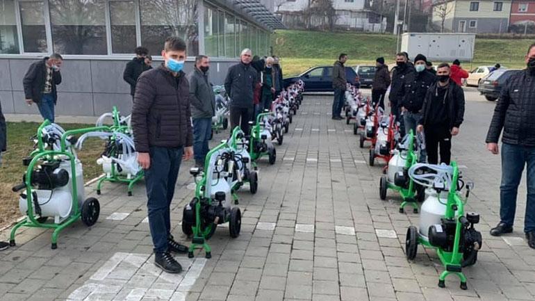 Komuna e Kamenicës u shpërndanë 25 fermerëve makina mjelëse për lopë qumshtore