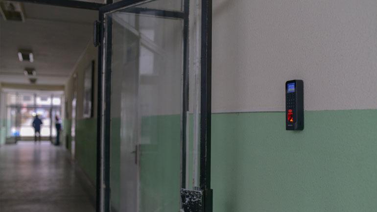 Kamenica ka vendosur Sistem të Vijueshmërisë në Punë në institucionet arsimore