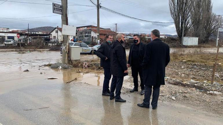 Kryetari Haziri del në terren për të parë nga afër gjendjen pas vërshimeve