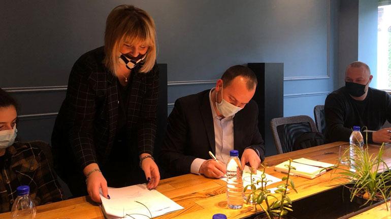 Kastrati nënshkruan marrëveshje bashkëpunimi me Agjencinë për Ndihmë Juridike Falas dhe Agjencinë për Barazi Gjinore