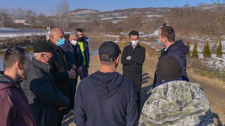 Pas punimeve në terren, kryetari Kastrati viziton fshatin Koretin
