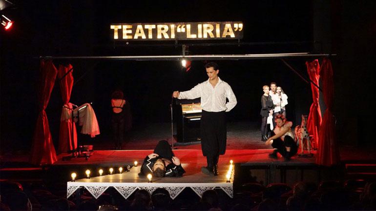 """""""Të vdekurit mbajnë zi për atdheun"""" shfaqja më e mirë e Festivalit të Dramës """"Talia e Flakës"""""""