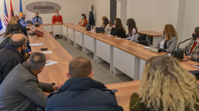 Diskutohet për çështjen e sigurisë në shkolla në Komunën e Kamenicës