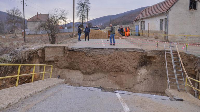 Pas vërshimeve të fundit janë dëmtuar tetë ura në Kamenicë