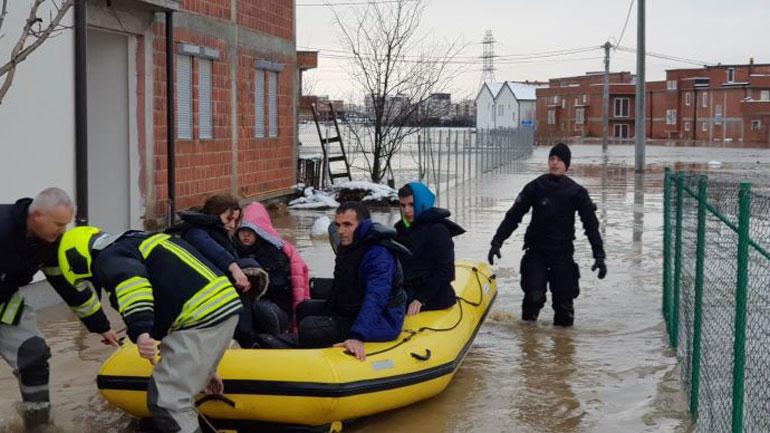 Angazhimi i njësiteve të FSK-së në operacionet e shpëtimit pas vërshimeve në Kosovë – FOTO