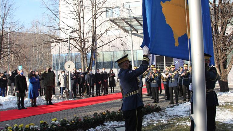 Homazhe në 13-vjetorin e Pavarësisë së Kosovës nga Ministri i Mbrojtjes dhe Komandanti i FSK-së