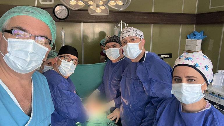 Kryhet një operacion i komplikuar në QKUK, pacientit i hiqet tumori