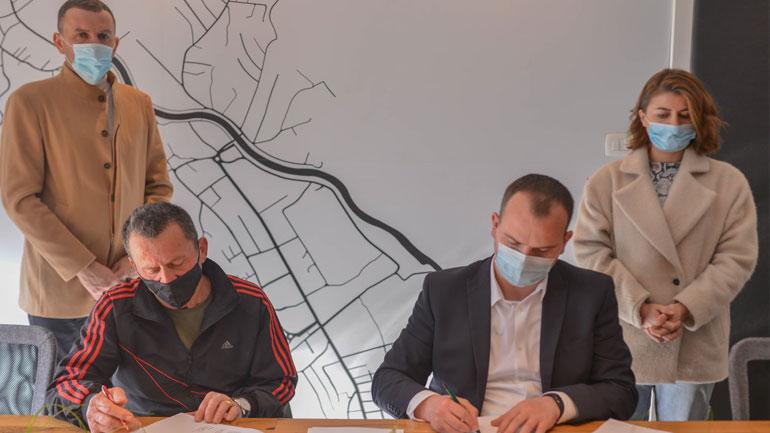 Kamenica nënshkruan kontratë për dhënien në shfrytëzim afatgjatë të pronës së paluajtshme të Komunës