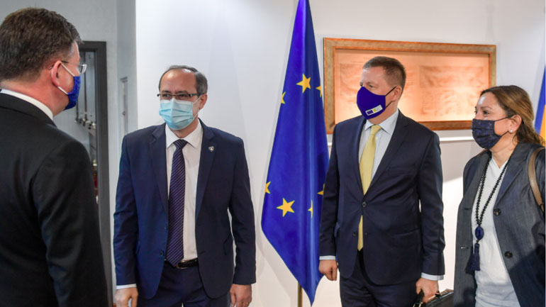 Kryeministri në detyrë takoi emisarin e BE-së për dialogun
