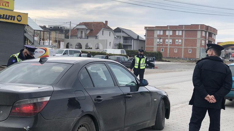Policia shqipton 829 gjoba në bazë të ligjit për pandeminë dhe 965 gjoba trafiku