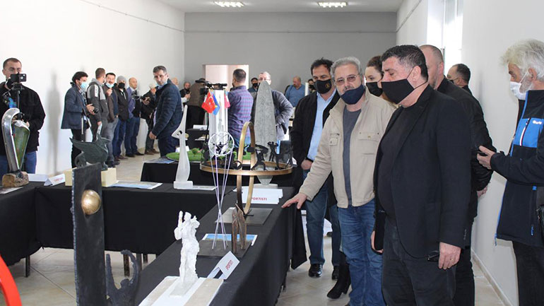 Në Gjilan hapet ekspozita e skulpturave monumentale