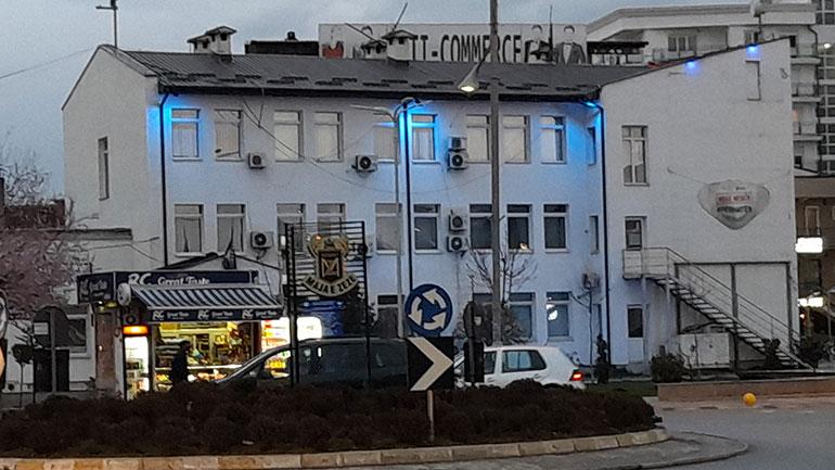 Ndriçimi i objektit të Komunës së Gjilanit me të kaltër, shënon Ditën Botërore të Autizmit