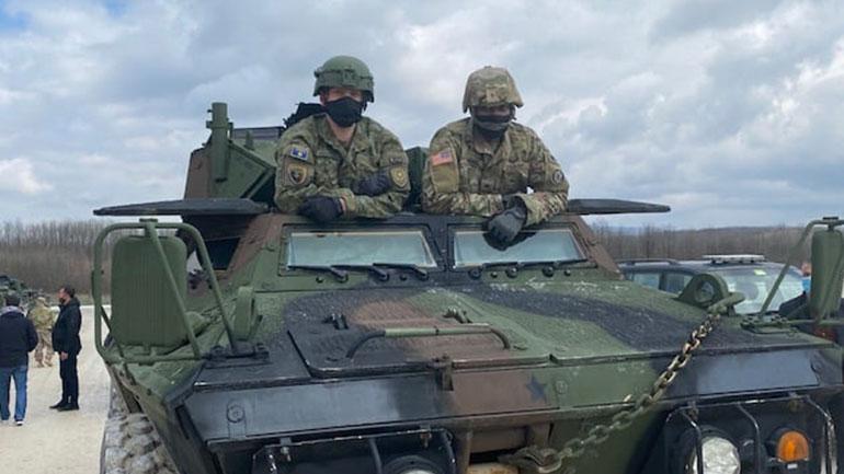 Kryejnë  trajnime për ngasje dhe mirëmbajtje në Automjete të Blinduara M1117