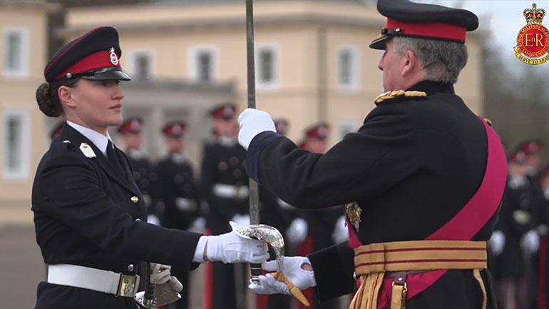 """Nëntoger Ilirianë Bunjaku fiton """"Shpatën Ndërkombëtare"""" në Akademinë Ushtarake të Mbretërisë së Bashkuar"""