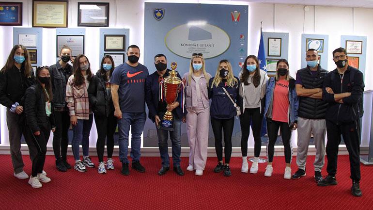 Kryetari Haziri priti në takim 'vashat e arta të Gjilanit' – KV Drita