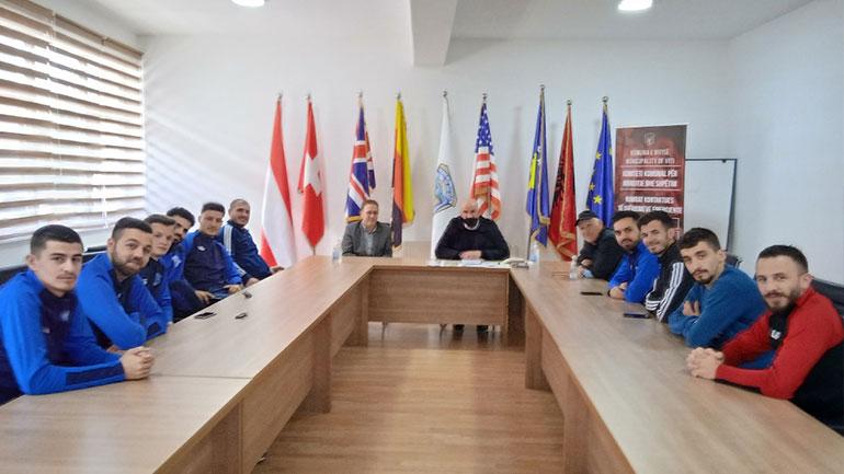 """Klubi i Futsallit """" F.C VITIA"""" u prit në takim nga Kryetari Haliti"""