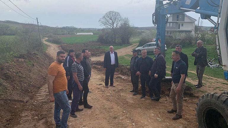 Haliti ka vizituar Sllatinën e Epërme ku kanë nisur punimet parapërgatitore për asfaltimin e një rruge