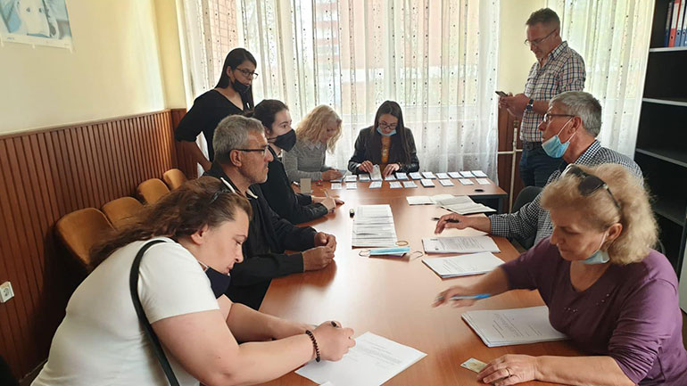 Komuna e Kamenicës shpërndanë kuponë në vlerë 60 dhe 70 euro për familjet me asistencë sociale