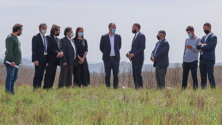 Kryetari Kastrati nënshkruan marrëveshje 6 milion euro për ndërtimin e serrës bujqësore e tipit hidroponik në Kamenicë