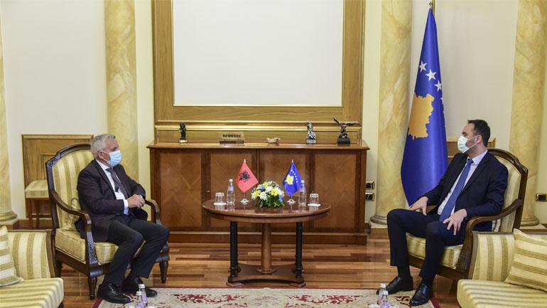 Kryeparlamentari Konjufca takoi ambasadorin e Shqipërisë në Kosovë, Qemal Minxhozi