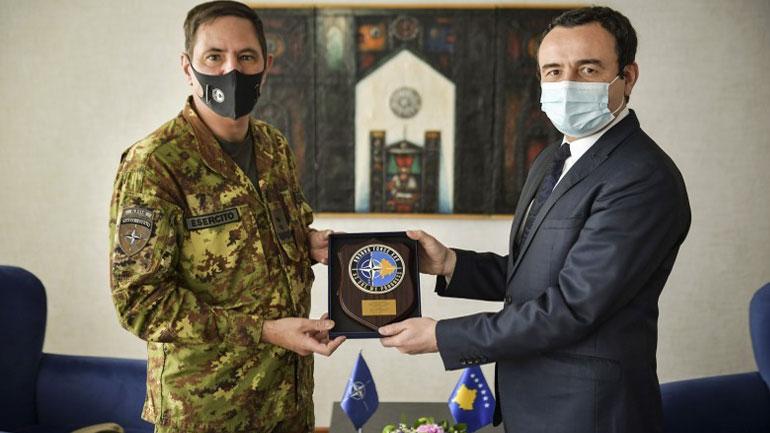 Kryeministri Albin Kurti priti në takim komandantin e KFOR-it, Gjeneral Major Franco Federici
