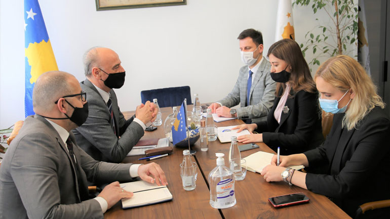 Kryesuesi Maloku priti në takim Ministren Haxhiu