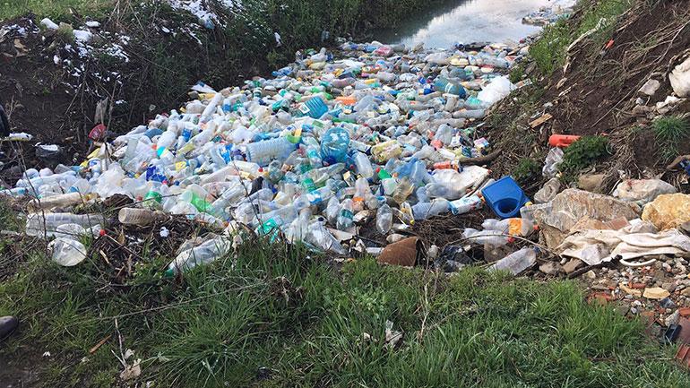 Apelohen qytetarët që të mos hedhin mbeturina në vende publike