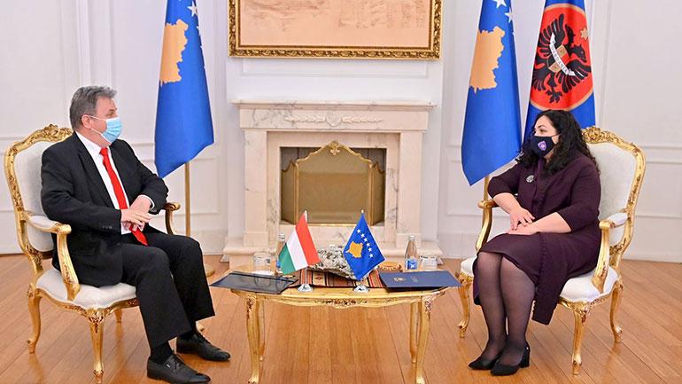 Presidentja Osmani priti në takim ambasadorin Bencze