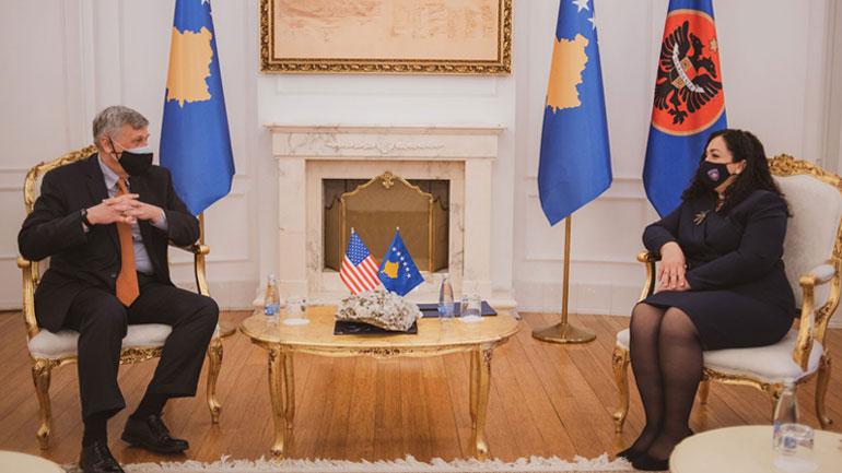 Presidentja Osmani takohet me ambasadorin Kosnett