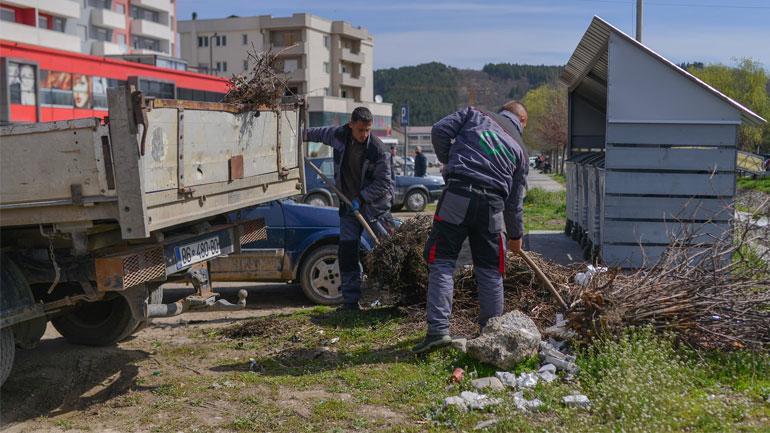 """Me rastin e """"Ditës së Tokës"""" pastrohen shkollat, fshatrat dhe largohen disa deponi ilegale në Kamenicë"""