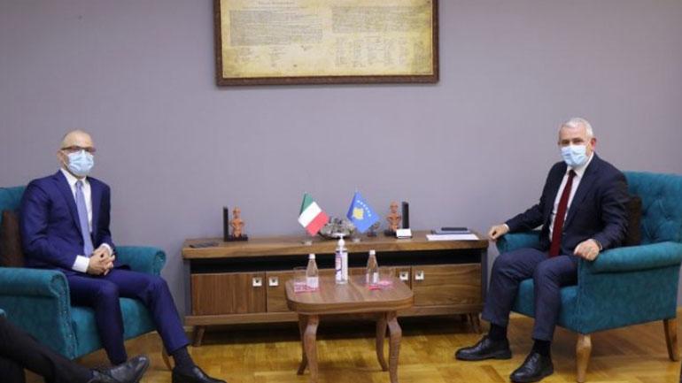 Ministri Sveçla takon ambasadorin italian, Nicola Orlando