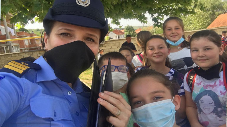 """Filloristët  e shkollës """"Vatra e Diturisë"""" informohen për punët që bëjnë policët"""