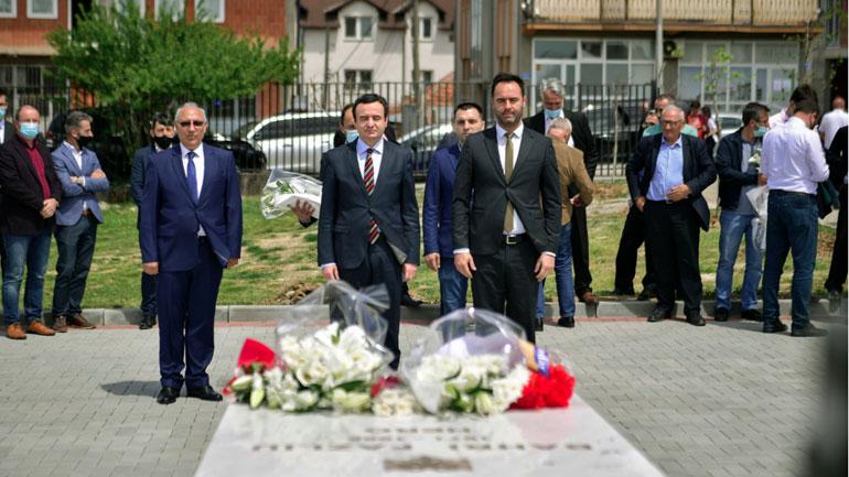 Kurti: Brezat e tjerë të veprimtarëve shqiptarë do të vazhdojnë të frymëzohen nga vepra e Bahri Fazliut