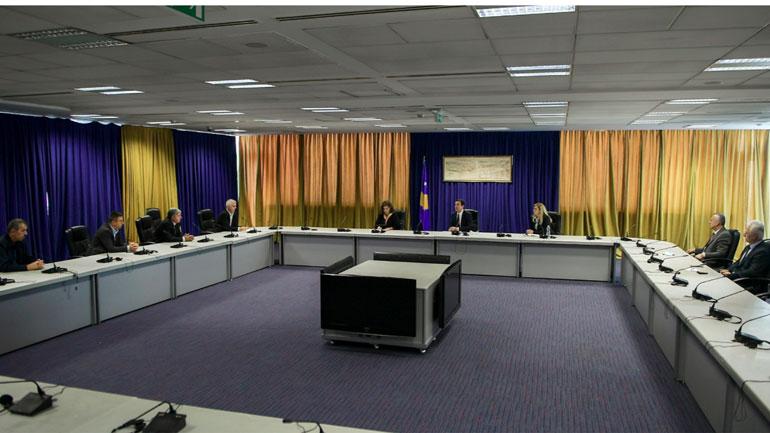 Kryeministri Kurti priti në takim përfaqësuesit e shoqatave të dala nga lufta