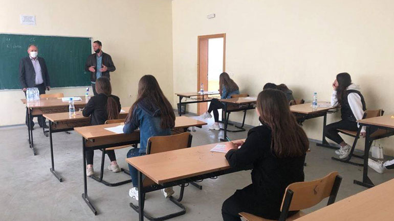 690 nxënës të klasave të nënta i janë nënshtruar testit të arritshmërisë në komunën e Vitisë