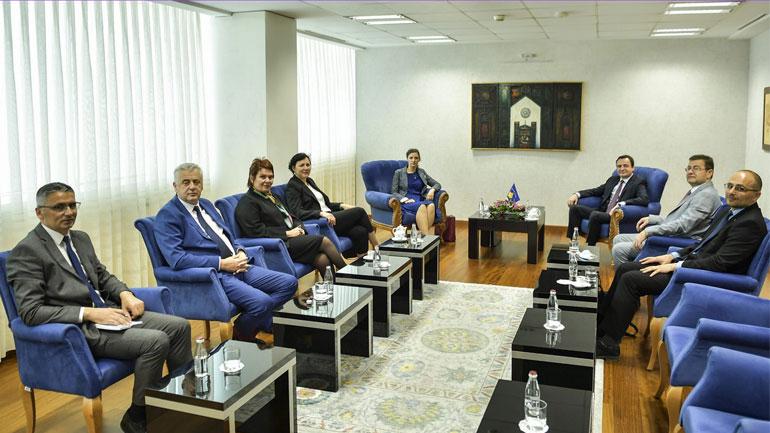 Kryeministri Kurti priti në takim bordin e përkohshëm të drejtorëve të KEK-ut