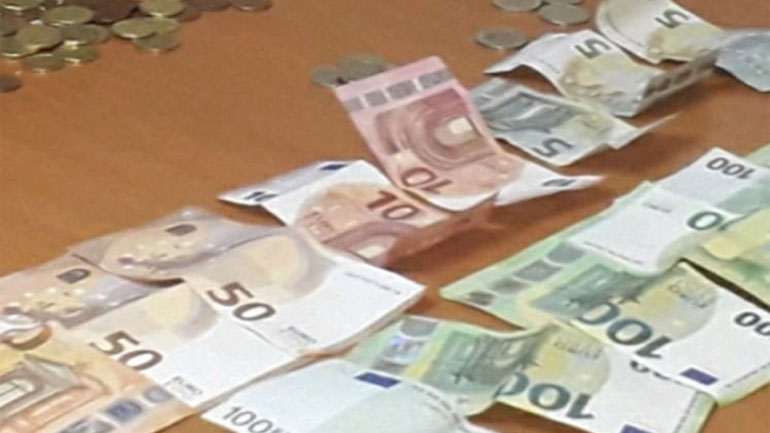 Lëmoshë kërkuesit: Policia ndalon një 83 vjeçar të cilit ia gjejnë në posedim 1150 euro