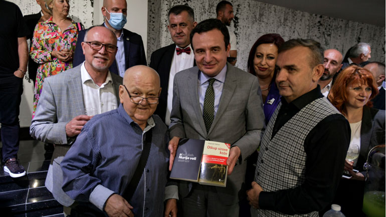 """Kryeministri Kurti mori pjesë në ceremoninë e ndarjes së Çmimit për letërsi """"Ali Podrimja"""""""