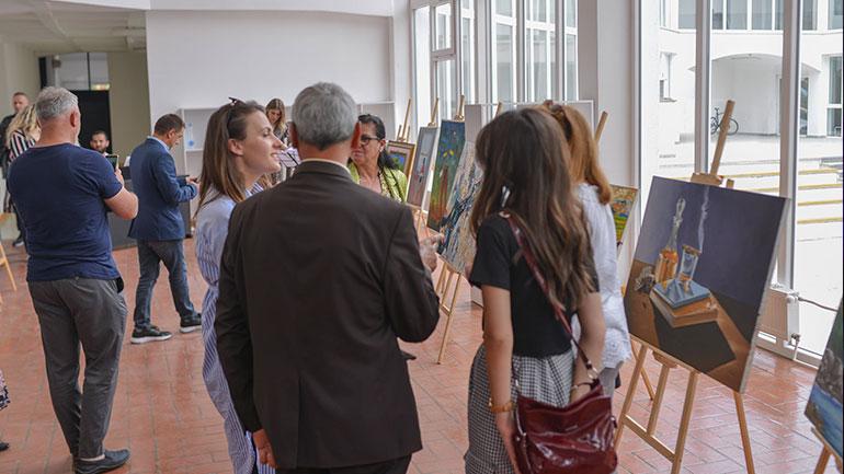 Me ekspozitë vizuale dhe koncert përmbyllen aktivitetet për Ditën e Çlirimit të Kamenicës