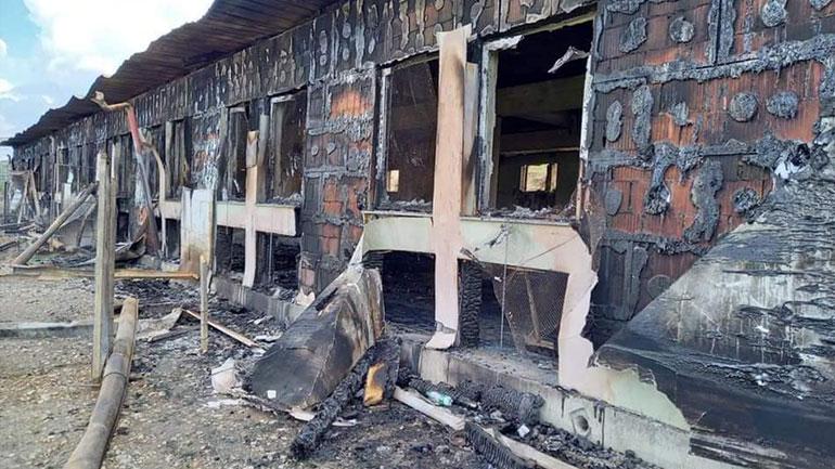 Vizitohet fermeri Granit Berisha, ferma e tij u kaplua nga zjarri