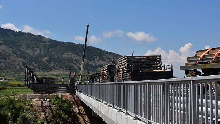 Komandanti i Gardës Kombëtare vizitoi ekipet e Xhenios në operacionin e tërheqjes së urës në Korçë
